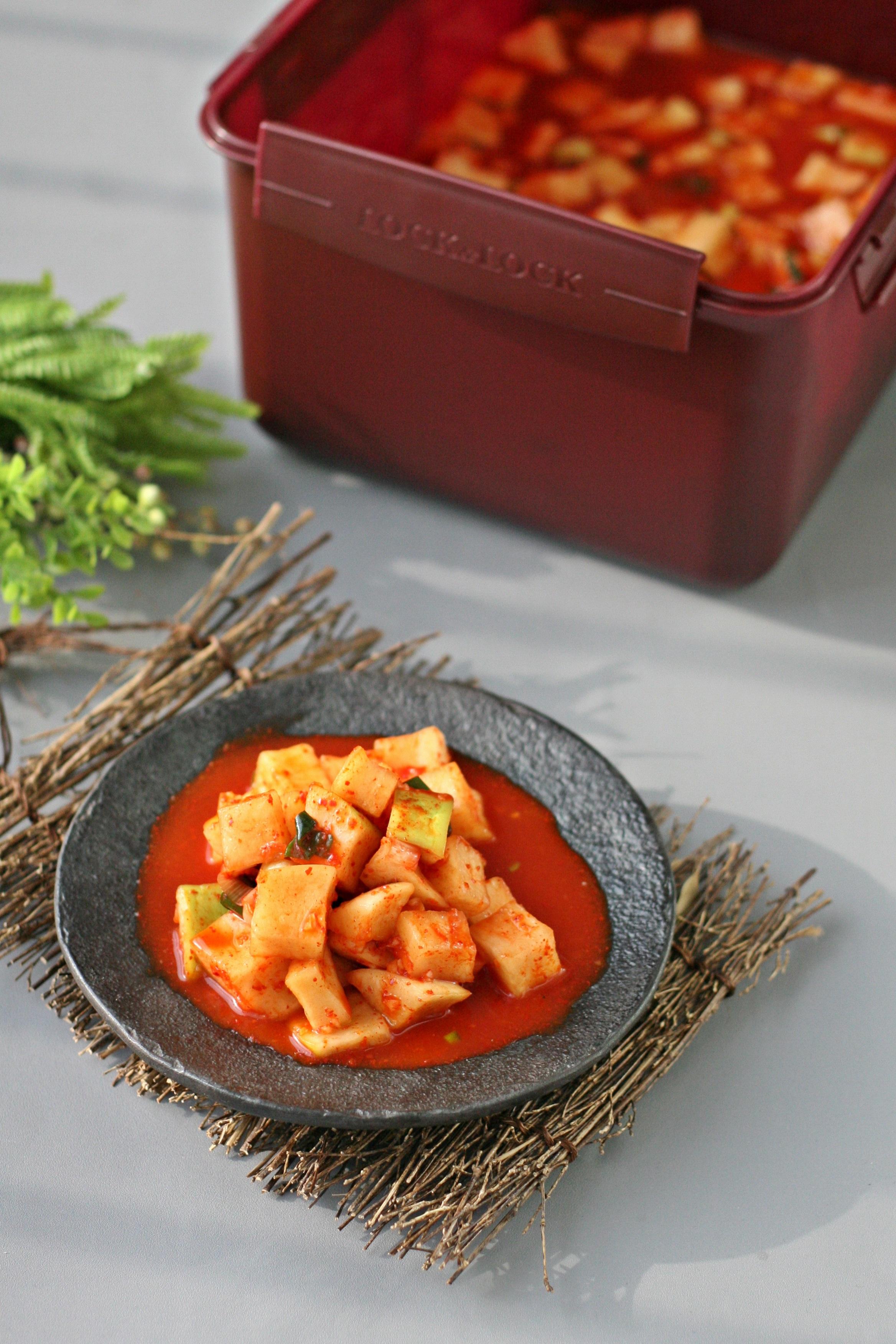 김장김치 숨쉬는 김치통에 맛있게 보관하세요.